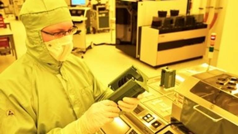 Smart Photonics, fabricage fotonica chips (Foto: Bart van Overbeeke / Hollandse Hoogte)