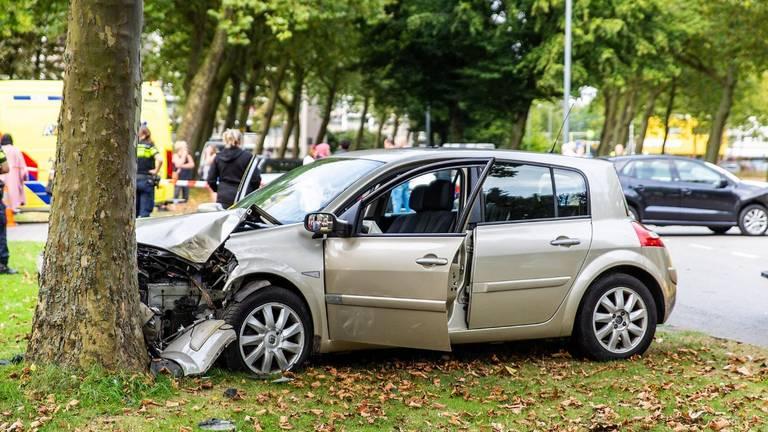 Een van de wagens botste tegen een boom (foto: SQ Vision).