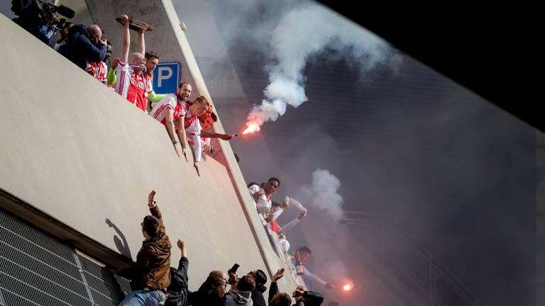 Feest zondag bij de Johan Cruijff ArenA na het behalen van het kampioenschap door Ajax (foto: ANP / Robin van Lonkhuijsen).