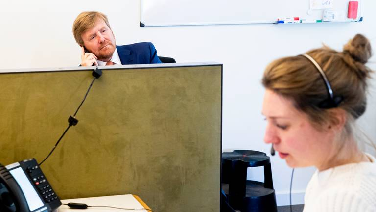 King Willem-Alexander recently visited the corona call center of GGD Hart voor Brabant (Photo: ANP)