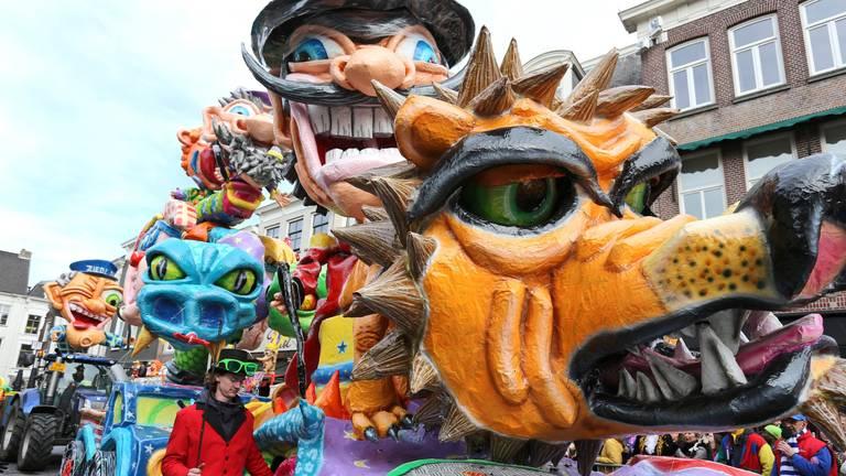 Kleurrijke creatie tijdens de carnavalsoptocht in Breda. (Foto: Karin Kamp)