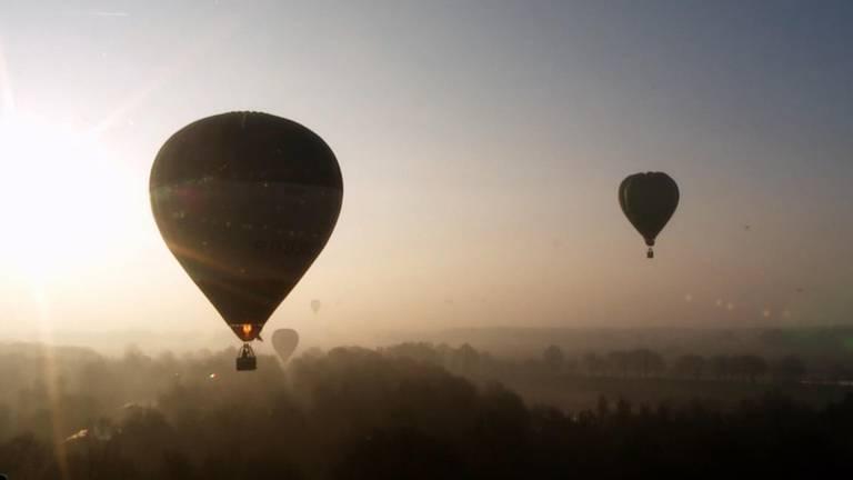 Heteluchtballonen varen over West-Brabant.