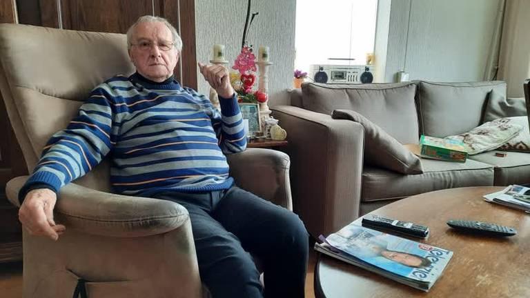 Piet Kuijs in zijn woning (foto: Omroep Meierij).