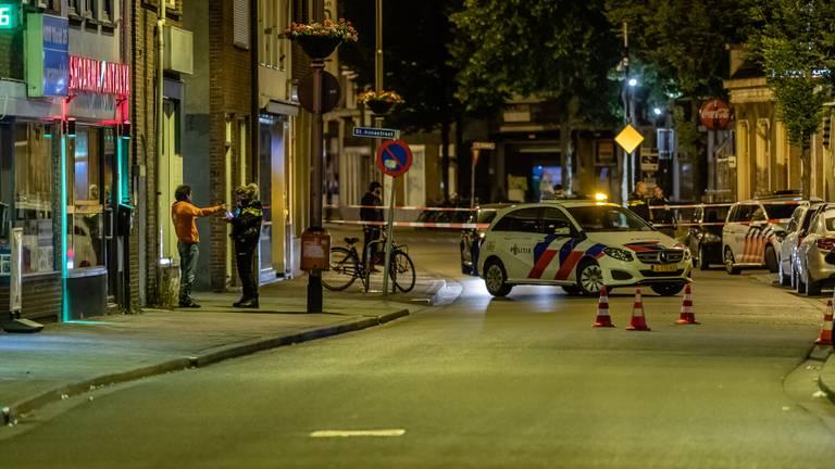 De politie doet onderzoek op de Korvelseweg in Tilburg (foto: Jack Brekelmans).