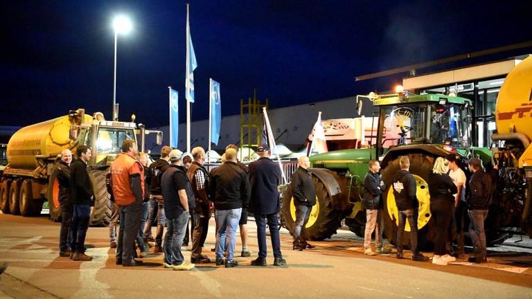 Boze boeren blokkeren distributiecentrum Albert Heijn in Tilburg.