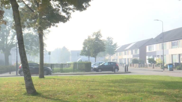 Veel rook in de Sprookjesbuurt in Den Bosch (Foto door: Lola Zopfi).