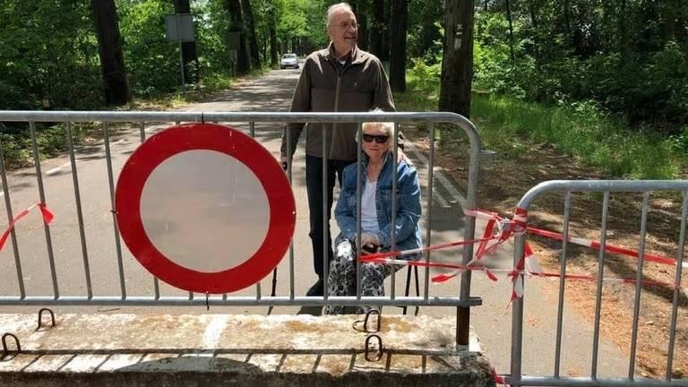 De ouders van één van de opstellers van de petitie bij de grens (foto: Alexandra Grol)