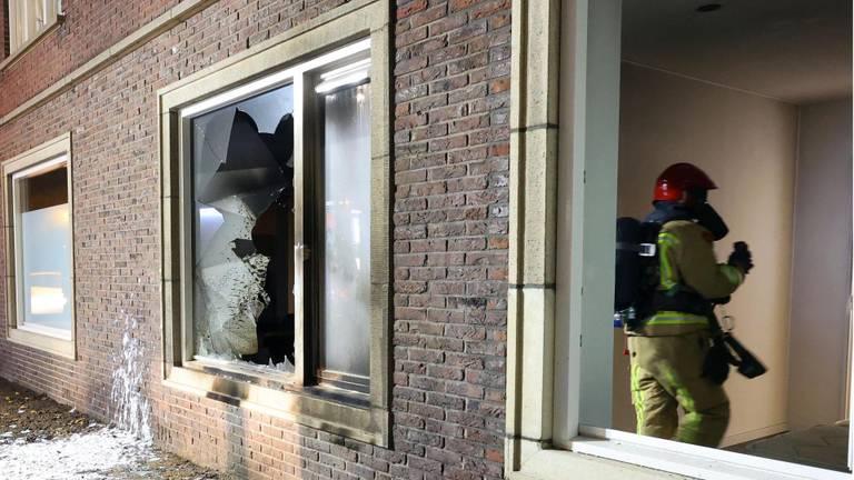 Het huis raakte bij de brand zwaar beschadigd (foto: Sem van Rijssel/SQ Vision).