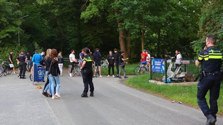 Jongeren bij de Oosterplas in Den Bosch (foto: Bart Meesters/SQ Vision)