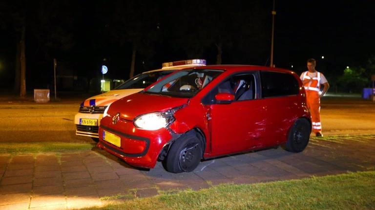De auto werd geramd door een politieauto (foto: Bart Meesters).