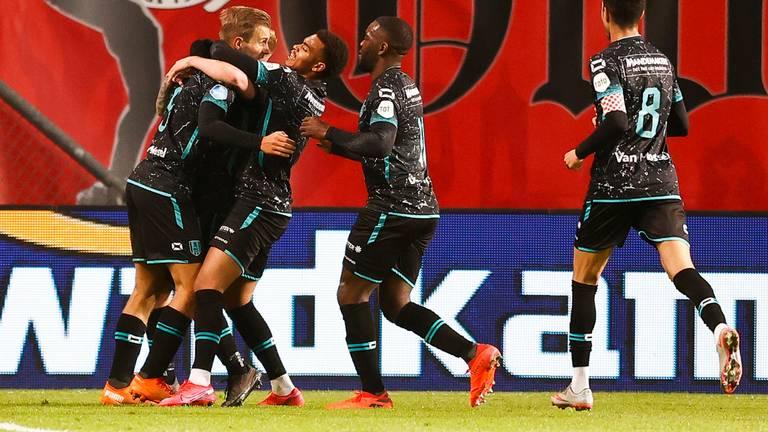 Juichende RKC-spelers na de goal van Stokkers tegen FC Twente (Foto: ANP)