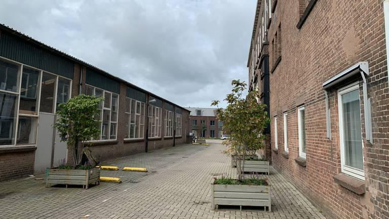 De gebouwen op het Grenco-terrein worden omgebouwd tot kantoor, woning of café. (Foto: Jessica Ranselaar)