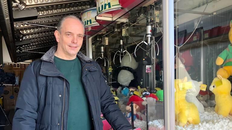 Frank Vale heeft zijn grijpkramen noodgedwongen thuis staan. (Foto: Erik Peeters)