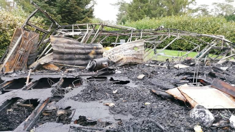 Bij daglicht is de schade op de camping in Luyksgestel goed te zien (foto: Ista van Galen).