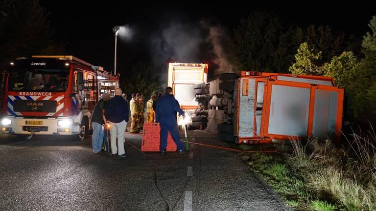 Bij het ongeluk in Leende kwam een groot aantal dieren om het leven (foto: SQ Vision).