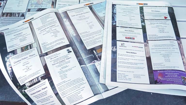 Veel rouwadvertenties in de krant (Foto: Jeroen van de Sande)