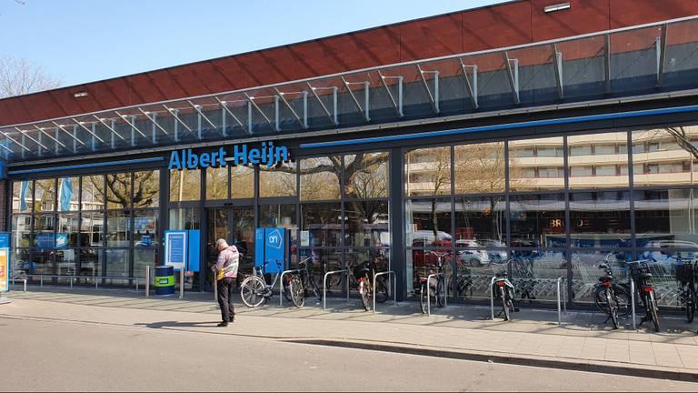 Het Albert Heijn-filiaal aan de Umberstraat in Tilburg (foto: Collin Beijk)