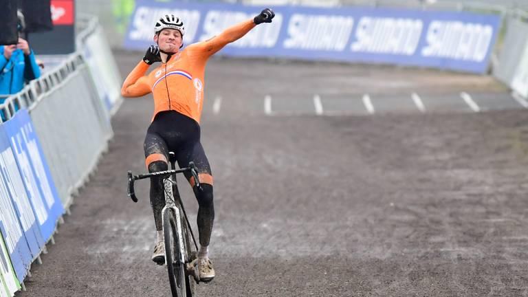 Mathieu van der Poel blikt vooruit op mountainbike-wedstrijd (foto: Orange Pictures).