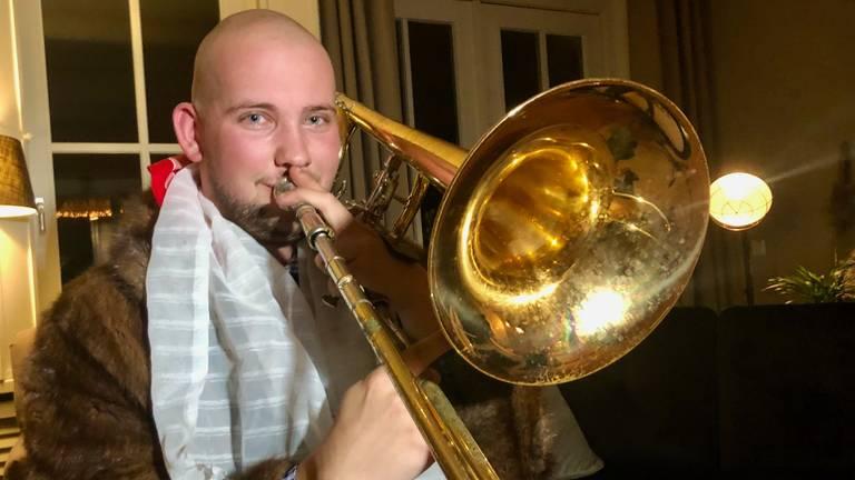 Rick bespeelt meerdere instrumenten waaronder de trombone. (Foto: Erik Peeters)