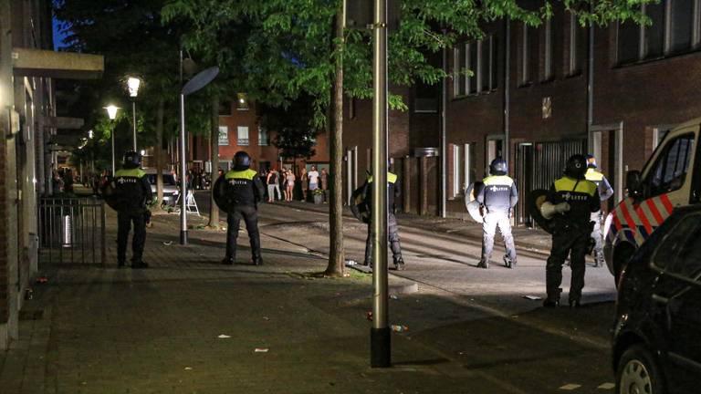 In juni raakten jongeren slaags met de politie (Foto: Harrie Grijseels / SQ Vision)