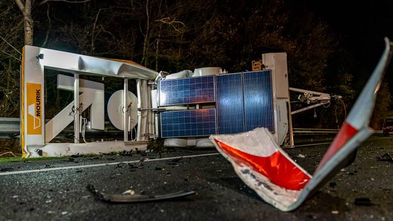 Hoe de automobilist de pijlwagen over het hoofd kon zien, wordt onderzocht (foto: Marcel van Dorst/SQ Vision).