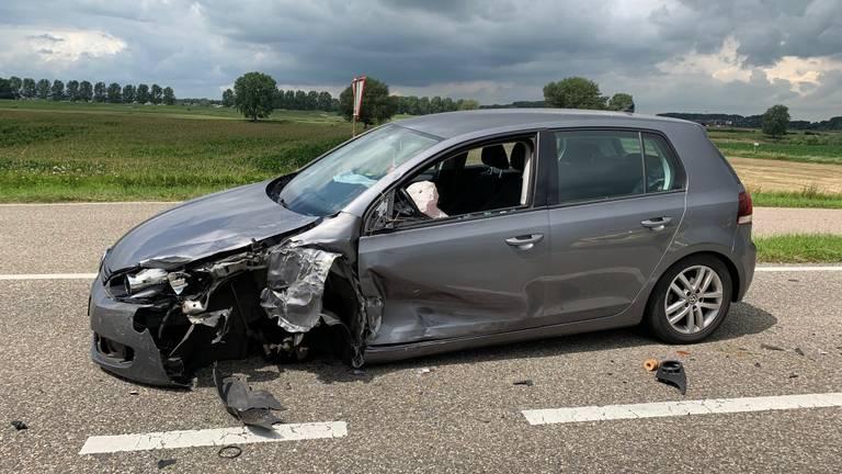 De andere auto de bij het ongeluk betrokken was, raakte zwaar beschadigd (foto: Bart Meesters).