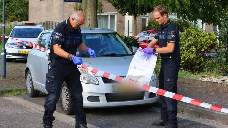 Agenten stellen bewijsmateriaal veilig (foto: Bart Meesters/SQ Vision Mediaprodukties).