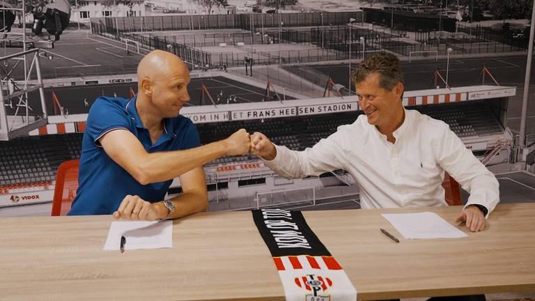 Bob Peeters (links) en Peter Bijvelds feliciteren elkaar coronaproof (foto: Vidox Media).