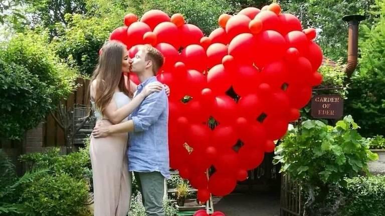 De kus bij het aanzoek (foto: Gavin van der Velde).