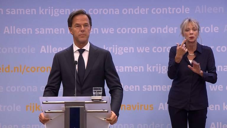 Premier Rutte tijdens de persconferentie vrijdagavond.