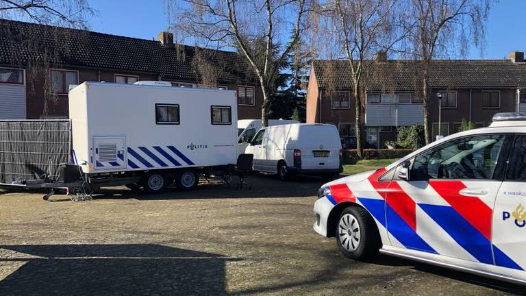 Politie bij het huis in Etten-Leur (archieffoto).