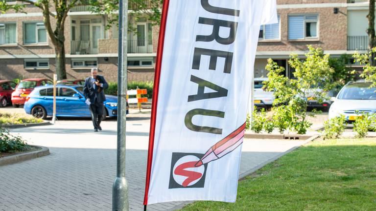 Henk Krol stemde in 2019 bij een van de bureaus in Eindhoven die dit jaar dicht blijft (foto: ANP).