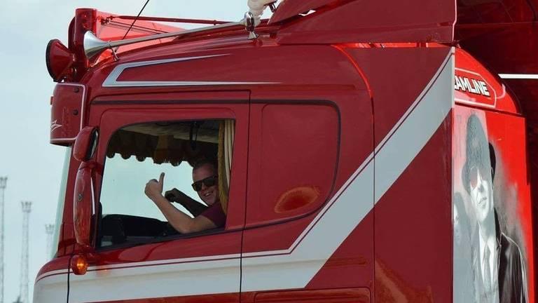 Wesley met zijn trots (foto: Weeda Transport Klundert).