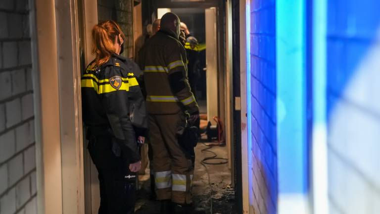 De brand woedde in een kelderbox onder de flat in Oss (foto: Gabor Heeres/SQ Vision).