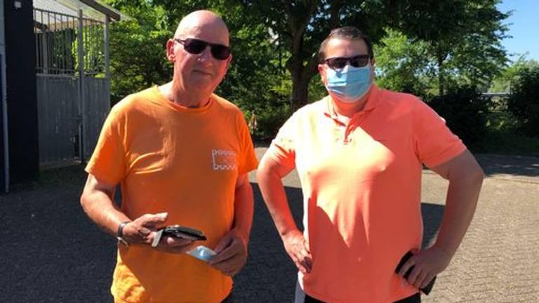 Vader en zoon Claassen klaar voor Oranje (foto: Imke van de Laar).
