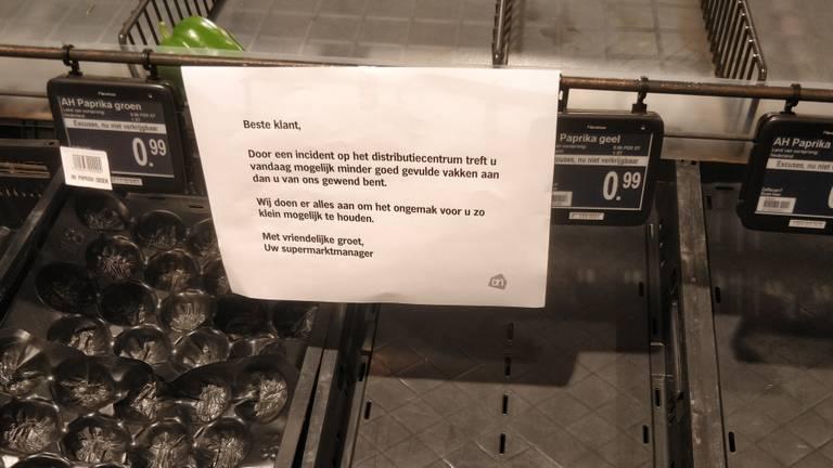 In sommige filialen hingen briefjes met uitleg (Foto: Omroep Brabant).
