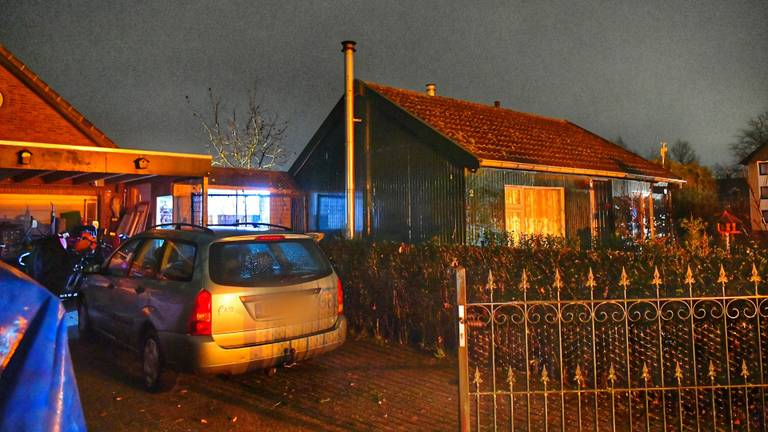 Het huis waar de man werd doodgestoken (foto: Rico Vogels/SQ Vision Mediaprodukties).