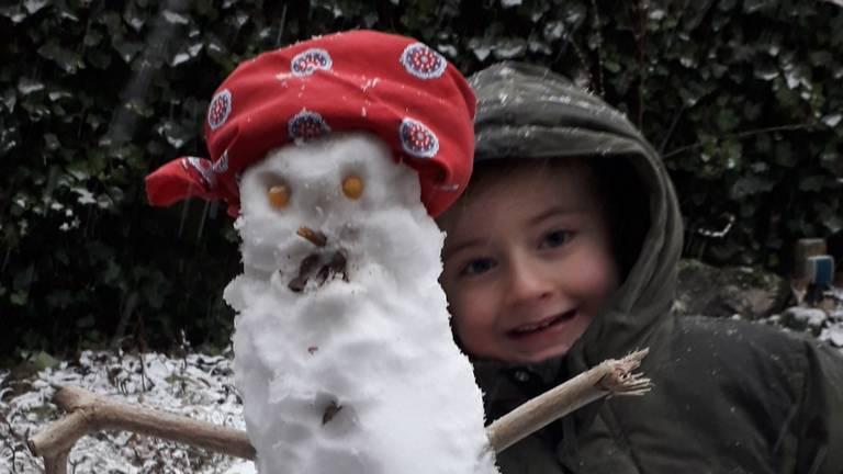Stijn Heesters - 6 jaar uit Goirle - maakte deze sneeuwpop helemaal alleen.