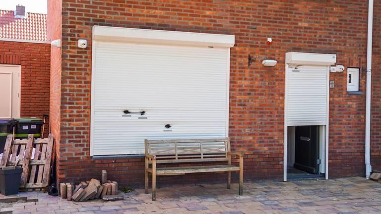 Het beschoten huis in Helmond (foto: SQ Vision).