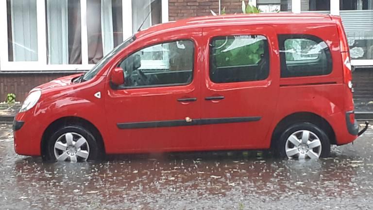 Street flooded in Loon op Zand (photo: Mireille van den Hurck)