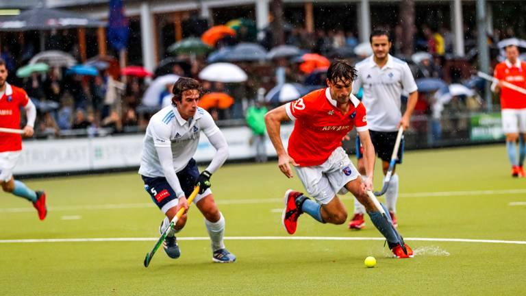 Jesse van Minde van HC Tilburg en Florian Fuchs van Bloemendaal in 2019