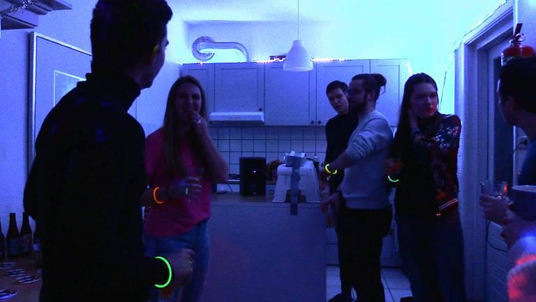 Studenten kunnen thuis feesten dankzij bierpakketten van Joshua.