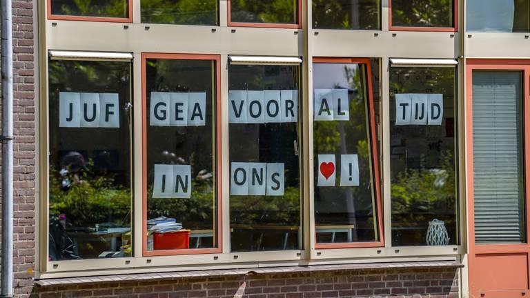 Eerbetoon aan de overleden juf Gea (foto: Marcel van Dorst/SQ Vision).