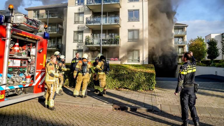 Brandweer en politie werden opgeroepen vanwege de brand in Oosterhout (foto: Marcel van Dorst/SQ Vision).