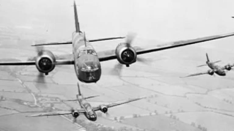 Geallieerde vliegtuigen op de terugweg... naar Engeland (foto: Britse overheid)