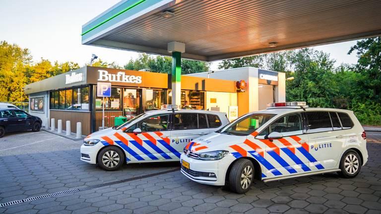 De politie bij het tankstation in Eindhoven (foto: Sem van Rijssel/SQ Vision).