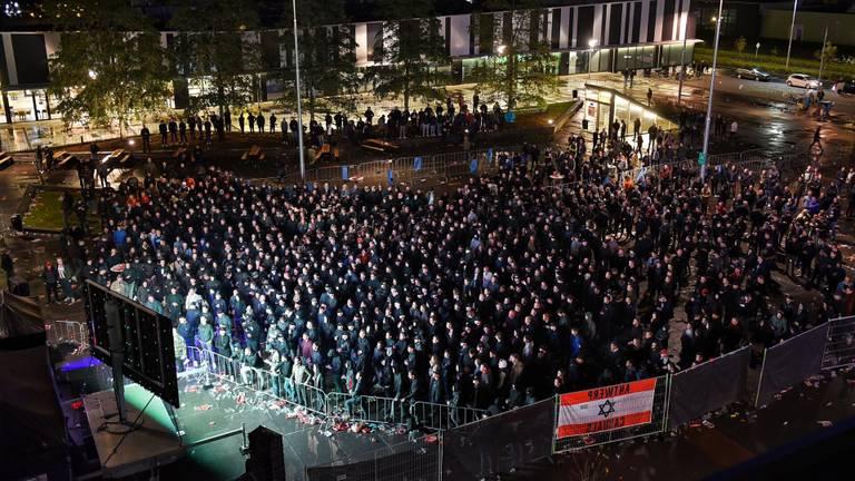 Het ingerichte supportersplein in Tilburg (foto: Toby de Kort).