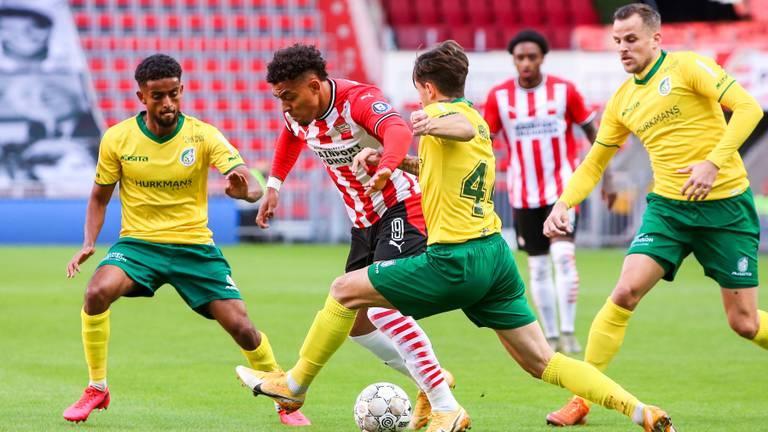 PSV-aanvaller Donyell Malen was verantwoordelijk voor de eerste goal (foto: OrangePictures).