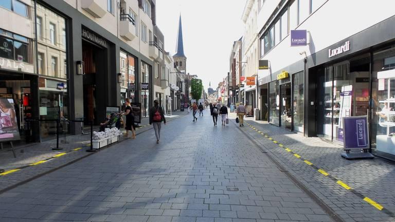 Rustige winkelstraat in Breda (foto: Henk Voermans).