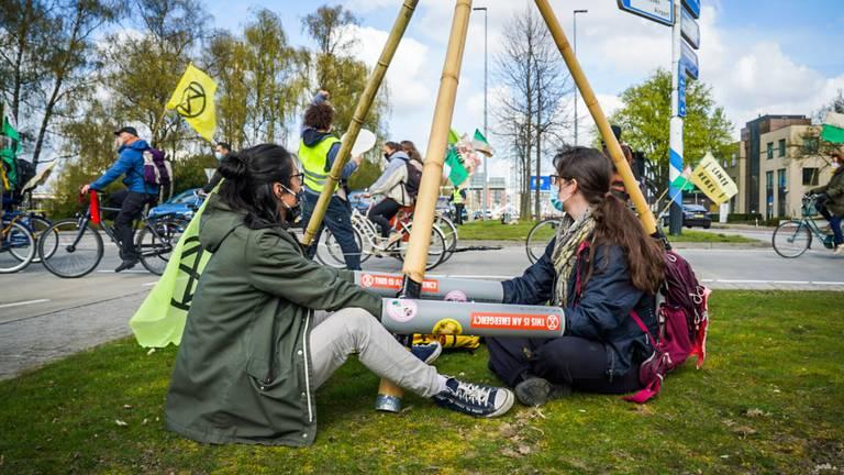 """""""Gaan we echt iets doen aan het klimaat of blijven we er maar omheen draaien"""", vragen de actievoerders zich af (foto: SQ Vision)"""